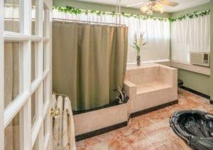Bathroom in Hazeldine Room at Bottger Mansion