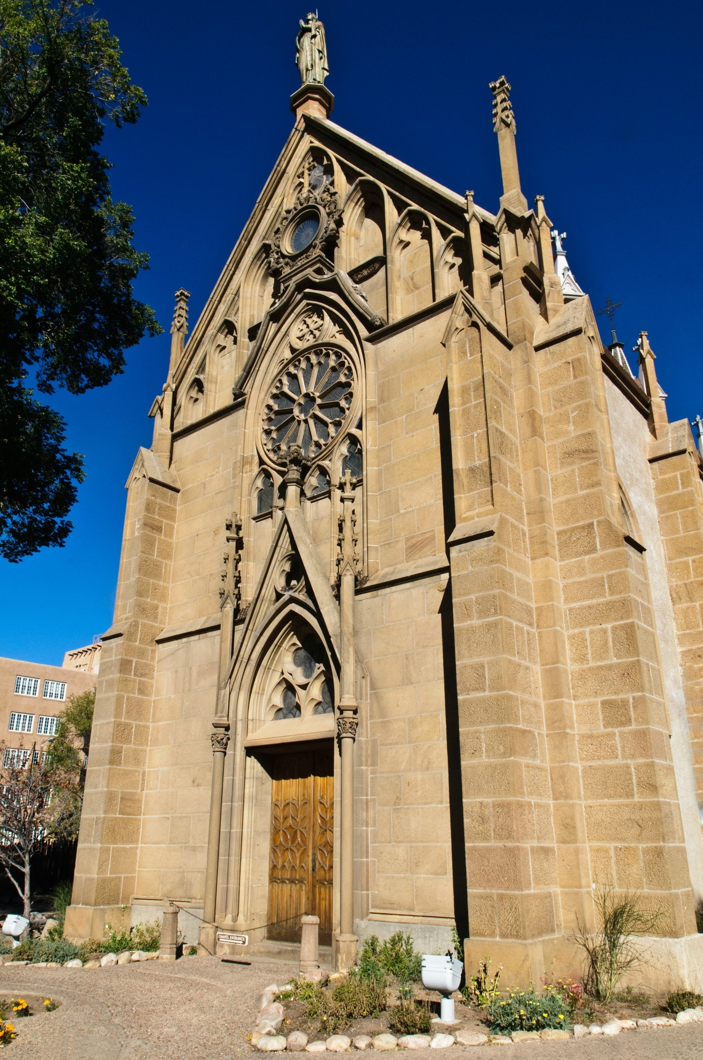 Old Town Santa Fe >> What You Need to Know About the Loretto Chapel in Santa Fe ...